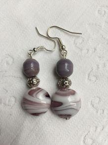 Boucles d'oreilles verre violet et blanc