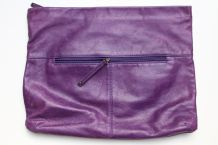 Grande pochette en cuir souple violet