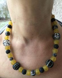 Collier ethnique noir et jaune