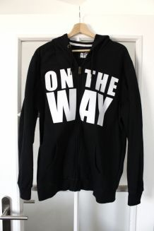"Gilet type Sweat ""On the way"" avec capuche"