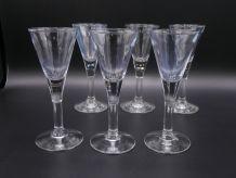 6 petits verres à pied