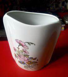 Joli vase en céramique blanche - décor fleuri peint à la main