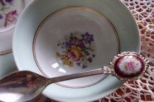 Très belle tasse à thé  et sous-tasse en porcelaine de Limoges ancienne