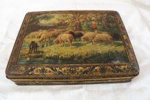 Ancienne boîte fer blanc décor bergère