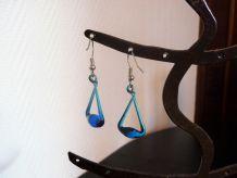 Boucles D'oreilles Dormeuses En Métal Argenté Et Verre Bleu- Neuf