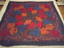 Très beau carré en laine 115x115