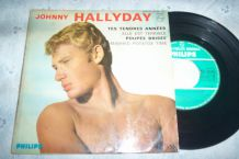 DISQUE 45 TOURS 4 TITRES JOHNNY HALLYDAY