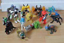 Lot de 14 figurines de super héros et monstres