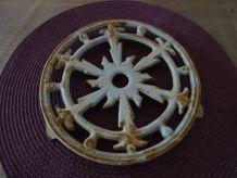 Dessous de plat en fonte ancien