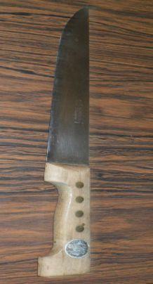 ancien un grand couteaux manche en bois