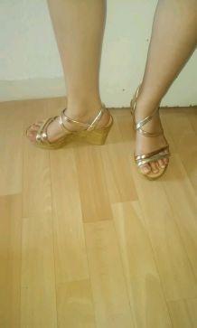 Sandales à brides dorées T. 36
