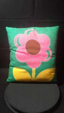 Joli coussin fleur d'epoque 70's