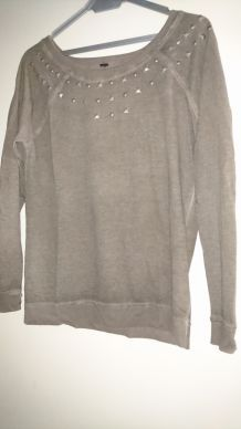 PULL LEGER GRIS CLOUTE