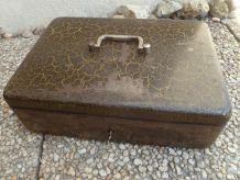 Ancien coffret caisse , coffre fort portable , vintage