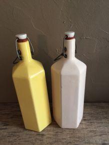 Duo de bouteilles en grès