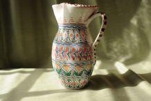 Cruche en porcelaine de Tolède à motifs peints