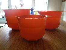 3 verseurs orange en plastique