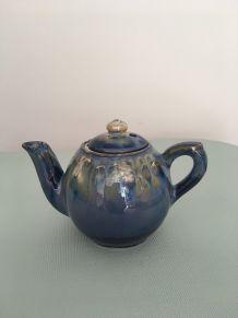 Petite théière  vintage en céramique