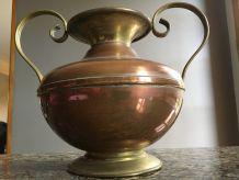 vase en cuivre et laiton
