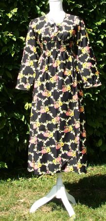Robe noir à fleurs pur 70ies T32-34-36