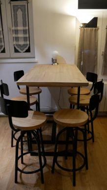 Table haute en bois massif et 6 tabourets de bars