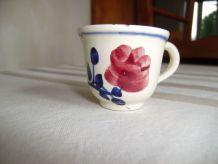 Dinette ancienne - Faïencerie de Creil-Montereau - Petite tasse HBCM décor à la rose
