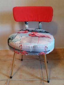 Adorable chaise de coiffeuse vintage relookée