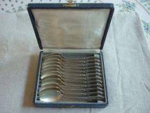 12 petites cuillers en metal argenté