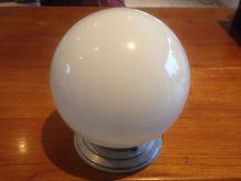 Globe blanc en verre