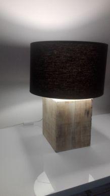 Lampe en bois massif