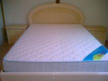 Chambre à coucher moderne literie neuve