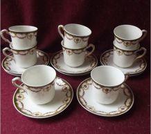 Suite de 8 tasses et soucoupes en porcelaine de Limoges
