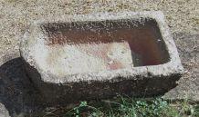 Très Ancien Sarcophage taillé Dans la Pierre