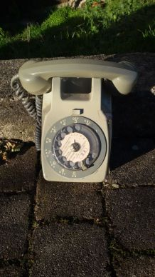 Ancien téléphone mural
