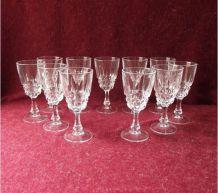 Suite de 11 verres à liqueur en cristal Pompadour