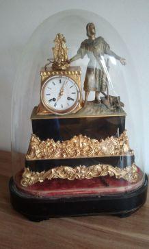Horloge 19ème siècle sous cloche de verre
