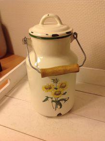 ancien pot en tole émaillée vintage