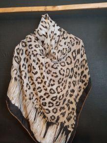 Magnifique foulard imprimé Léopard