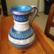 Pichet en porcelaine peint à main