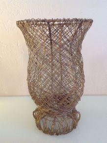 Vase en fil de fer doré