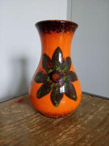 Petit vase en céramique , faïence émaillée, orange