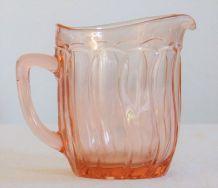 Grand pichet ancien en verre vieux rose 40's