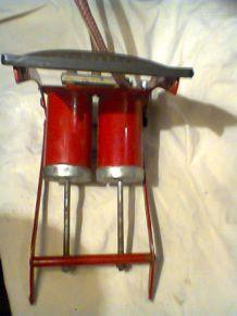 Pompe à pied à double piston