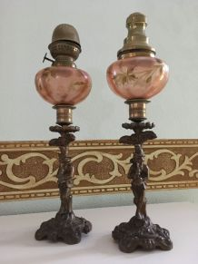 2 pieds de lampes à pétrole anciennes en bronze