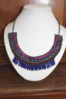 collier prés du cou effet aztèque perle indien