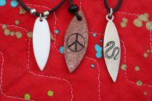 lot Colliers planche de surf peace and love lézard effet pierre nacre