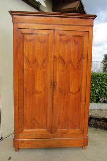 Ancienne armoire en merisier
