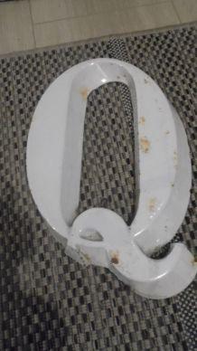 lettre   Q en fonte
