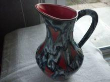 Pichet ceramique vintage fond rouge coulures bleu gris