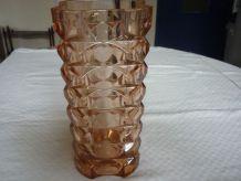Vase en verre pressé moulé vintage rose